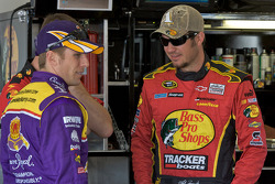 Jamie McMurray, Roush Fenway Racing Ford, Martin Truex Jr., Earnhardt Ganassi Racing Chevrolet