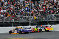 Jamie McMurray, Roush Fenway Racing Ford, and Jeff Gordon, Hendrick Motorsports Chevrolet