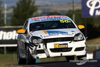 #50 Racer Industries, Holden Astra: Gerard McLeod, Peter McLeod, Ryan McLeod