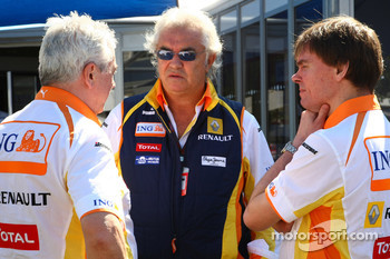 Flavio Briatore, Renault F1 Team, Team Chief, Managing Director, Pat Symonds, Renault F1 Team, Executive Director of Engineering