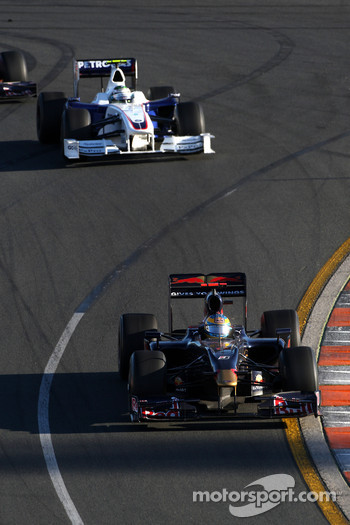 Sbastien Bourdais, Scuderia Toro Rosso leads Nick Heidfeld, BMW Sauber F1 Team, F1.09