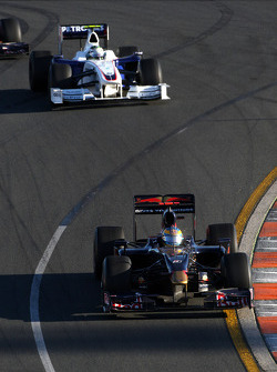 Sébastien Bourdais, Scuderia Toro Rosso leads Nick Heidfeld, BMW Sauber F1 Team, F1.09