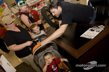 Office Depot fan event in Grapevine, Texas: Tony Stewart, Stewart-Haas Racing Chevrolet, signs autographs and meets fans