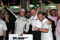 Brawn GP celebrations: Jenson Button, Brawn GP, Ross Brawn Brawn GP Team Principal, Rubens Barrichello, Brawn GP