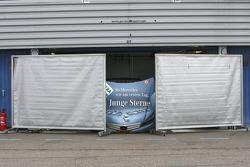 Mercedes hides car of Jamie Green, AMG Mercedes C-Klasse
