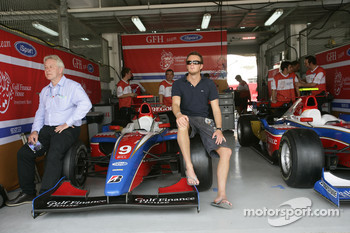 Giedo Van der Garde with Paul Jackson, iSport Team Principal