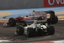 Timo Glock, Toyota F1 Team and Rubens Barrichello, Brawn GP