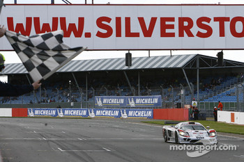 #14 K plus K Motorsport Saleen S7R: Karl Wendlinger, Ryan Sharp takes the checkered flag