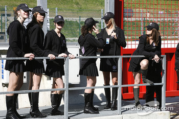 Grid hostesses