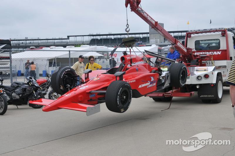Robert Doornbos, Newman/Haas/Lanigan has his car towed back