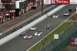 Massive overtaking, along the Endurance pitlane