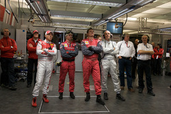 Rinaldo Capello, Dr. Wolfgang Ullrich and Audi Sport team members watch qualifying