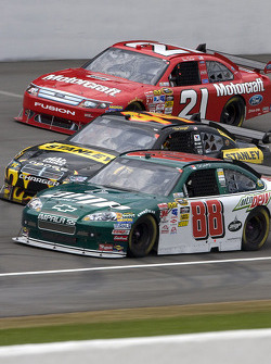 Dale Earnhardt Jr., Hendrick Motorsports Chevrolet, Elliott Sadler, Richard Petty Motorsports Dodge, Bill Elliott, Wood Brothers Racing Ford