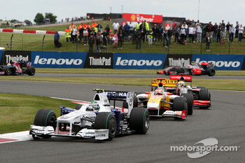 Nick Heidfeld, BMW Sauber F1 Team leads Fernando Alonso, Renault F1 Team