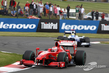 Kimi Raikkonen, Scuderia Ferrari leads Nico Rosberg, Williams F1 Team