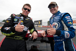Carl Edwards, Roush Fenway Racing Ford and Kurt Busch, Penske Racing Dodge