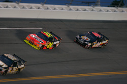 Jeff Gordon, Hendrick Motorsports Chevrolet and Brad Keselowski, Phoenix Racing Chevrolet