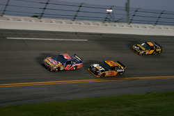 Marcos Ambrose, JTG Daugherty Racing Toyota, Jeff Burton, Richard Childress Racing Chevrolet