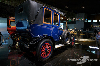 Birth of the brand: 1904 60 hp Mercedes-Simplex touring limousine