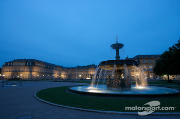 Stuttgart by night: fountain in Schlossplatz and das Neue Schloss (the New Castle)