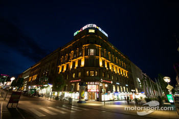 Stuttgart by night: city scene, corner Königstrasse and Bolzstrasse