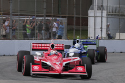 Scott Dixon, Target Chip Ganassi Racing leads Mike Conway, Dreyer & Reinbold
