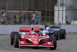 Scott Dixon, Target Chip Ganassi Racing leads Mike Conway, Dreyer & Reinbold