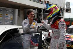 Oliver Jarvis, Audi Sport Team Phoenix Audi A4 DTM congratulating winner Gary Paffett, Team HWA AMG Mercedes C-Klasse