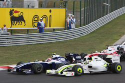 Start: Kazuki Nakajima, Williams F1 Team and Jenson Button, Brawn GP