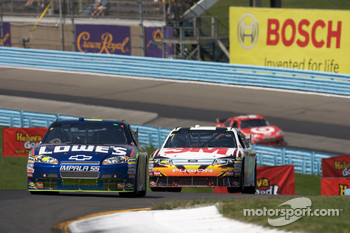 Kurt Busch, Penske Racing Dodge, Greg Biffle, Roush Fenway Racing Ford