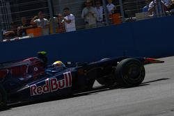 Jaime Alguersuari, Scuderia Toro Rosso lost his nose cone