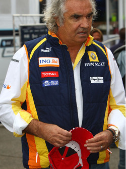 Flavio Briatore, Renault F1 Team, Team Chief, Managing Director with the official Michael Schumacher comeback cap