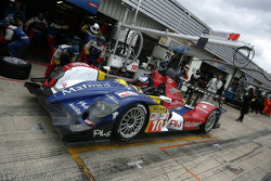 Pit stop for #10 Team Oreca Matmut - AIM Courage-Oreca LC70 - AIM: Olivier Panis, Nicolas Lapierre