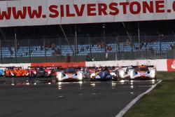 Start: #007 Aston Martin Racing Lola Aston Martin: Jan Charouz, Tomas Enge, Stefan Mücke and #10 Team Oreca Matmut - AIM Courage-Oreca LC70 - AIM: Olivier Panis, Nicolas Lapierre battle