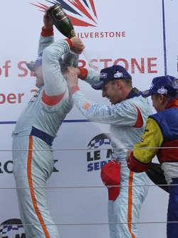 LMP1: Tomas Enge and Stefan Mücke celebrate with champagne