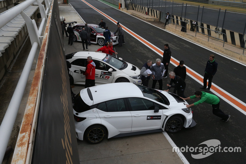 tcr-valencia-march-testing-2016-tcr-cars