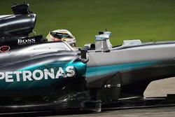 Lewis Hamilton, Mercedes AMG F1 W07 Hybrid, mit defekten Unterboden