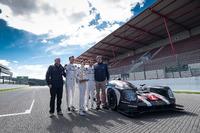 WEC Foto - Presentazione del Tourist Trophy da Silverstone alla #2 Porsche Team Porsche 919 Hybrid: Romain Dumas, Neel Jani, Marc Lieb
