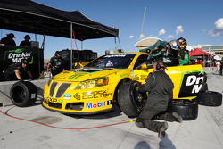 Pit stop for #07 Team Drinkin' Mate Pontiac GXP.R: Kelly Collins, Paul Edwards, Leighton Reese