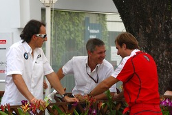Robert Kubica talks with Daniele Morelli, his manager
