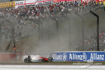 Timo Glock, Toyota F1 Team crashed at the last corner