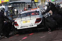 Pit stop for Paul di Resta, Team HWA AMG Mercedes AMG Mercedes C-Klasse