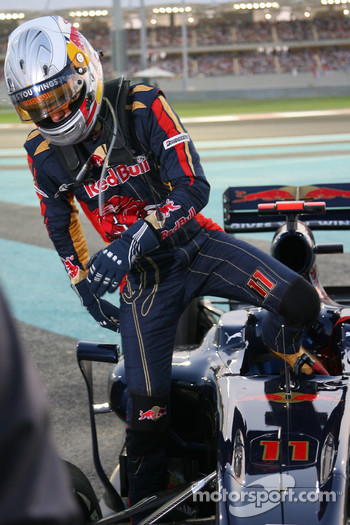 Jaime Alguersuari, Scuderia Toro Rosso retires from the race