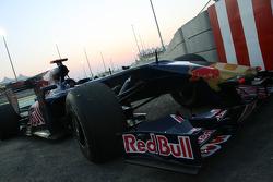 Jaime Alguersuari, Scuderia Toro Rosso retired from the race