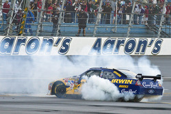 Race winner Jamie McMurray, Roush Fenway Racing Ford celebrates