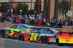 Top 12 victory lap parade: Mark Martin, Hendrick Motorsports Chevrolet, Jeff Gordon, Hendrick Motorsports Chevrolet