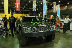 #302 Hummer of Robby Gordon and Andy Grider at scrutineering