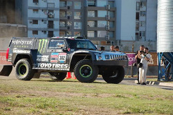 #302 Hummer: Robby Gordon and Andy Grider after scrutineering