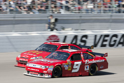 Kasey Kahne, Richard Petty Motorsports Ford and Jamie McMurray, Earnhardt Ganassi Racing Chevrolet