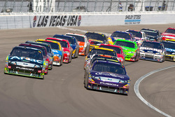 Carl Edwards, Roush Fenway Racing Ford and Matt Kenseth, Roush Fenway Racing Ford lead the field on a restart